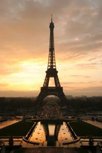 1024px-Tour_eiffel_at_sunrise_from_the_trocadero