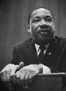 1024px-Martin-Luther-King-1964-leaning-on-a-lectern
